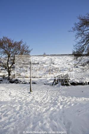 foot bridge burbage brook derbyshire countryside rural environmental winter landscape snow signpost peak district england english angleterre inghilterra inglaterra united kingdom british