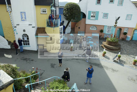 looking people taking holiday photos portmeirion human activities photograhy snapshot gwynedd wales welsh país gales united kingdom british