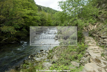 colwyn river footpath beddgelert north wales uk rivers waterways countryside rural environmental fast flowing welsh mountains path walking gwynedd país gales united kingdom british
