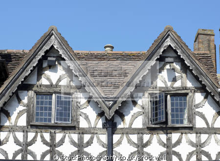 close view windows wooden timber frame garrick inn. 14th 15th century tudor historic building stratford warwickshire. famous william shakespeare half timbered buildings historical uk history british architecture architectural beams wood old stratford-on-avon stratford on avon stratfordonavon warwickshire england english angleterre inghilterra inglaterra united kingdom