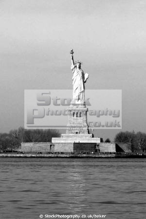 statue liberty manhattan new york american yankee staten island ferry hudson river waterway boat usa big apple united states