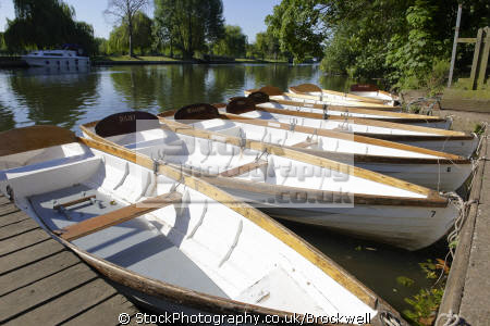 line rowing boats moored river bank avon stratford warwickshire. named famous characters william shakespeare plays rowboats marine tied berth summer row stratford-on-avon stratford on avon stratfordonavon warwickshire england english angleterre inghilterra inglaterra united kingdom british