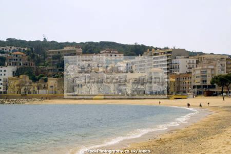 spanish resort sant feliu guixols. catalunya catalonia espana european església espagne españa beach sandy bay holiday platja costa brava spain spanien la spagna