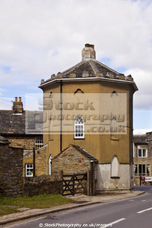 roundhouse historical uk buildings history british architecture architectural toll house hexagonal building sheffield yorkshire england english angleterre inghilterra inglaterra united kingdom