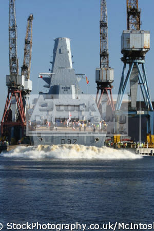 launch d37 hms duncan river clyde 11 october 2010 warships royal navy naval navies uk military militaries frigate clydeside glasgow central scotland scottish scotch scots escocia schottland united kingdom british