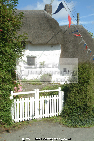 thatched cottage helford village houses british housing homes dwellings abode architecture architectural buildings lizard cornwall cornish england english angleterre inghilterra inglaterra united kingdom