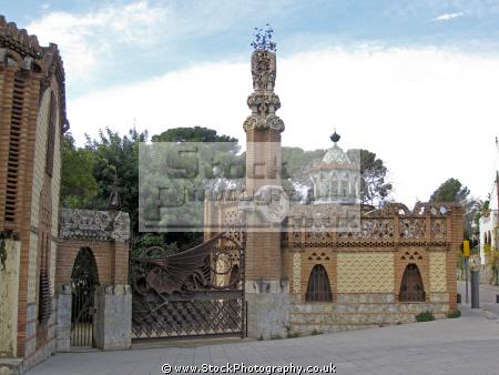 barcelona entrance gaudi pavellons ell catalunya catalonia spanish espana european espagne espa street avenue architecture modernism modernismo finca spain spanien la spagna
