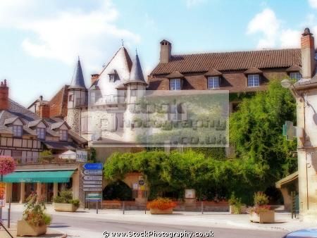 centre beaulieu-sur-dordogne beaulieu sur dordogne beaulieusurdordogne limousin france. french european hotel restaurant ivy turret ville correze corr ze france paris parisienne la francia frankreich