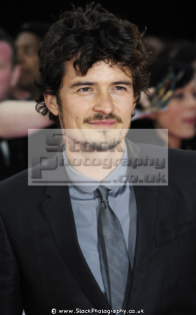 orlando bloom english actor legolas lord rings actors tolkien tolkein runes hobbits acting thespian male celebrities celebrity fame famous star white caucasian portraits