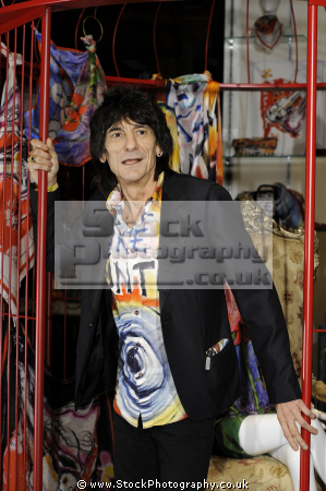 ronnie wood english rock guitarist rolling stones british bands roll pop stars musicians celebrities celebrity fame famous star white caucasian portraits