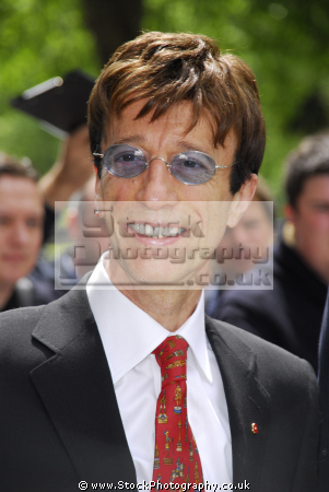 robin gibb cbe singer songwrite bee gees british songwriters composer musicians celebrities celebrity fame famous star white caucasian portraits