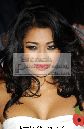 vanessa white english pop singer songwriter saturdays manufactured british girl bands groups female singers divas stars musicians celebrities celebrity fame famous star caucasian portraits