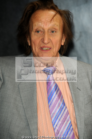 ken dodd british comedian tv presenter english comedians comedic funny laughter humour humor performers celebrities celebrity fame famous star knotty ash liverpool scouser males white caucasian portraits