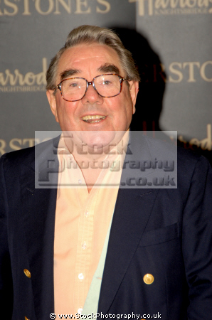 ronnie corbett obe scottish actor comedian barker ronnies comedians performers celebrities celebrity fame famous star diminutive short males white caucasian portraits