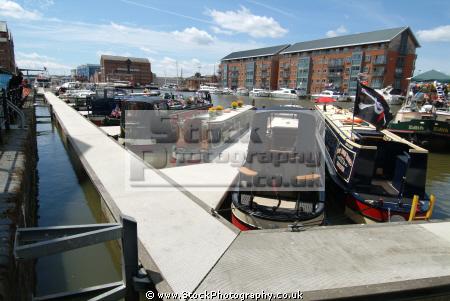 pontoons longboats gloucester docks canal boats marine gloucestershire england english angleterre inghilterra inglaterra united kingdom british