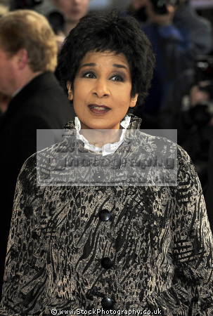 moira stuart obe british journalist africa caribbean female newsreader television newsreaders broadcaster presenters celebrities celebrity fame famous star negroes black ethnic portraits