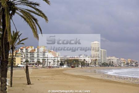 pe iscola spain north beach playa norte spanish espana european espagne espa bay holiday vacation mediterranean valencia valenciana castell costa del azahar peniscola sandy surf seashore spanien la spagna