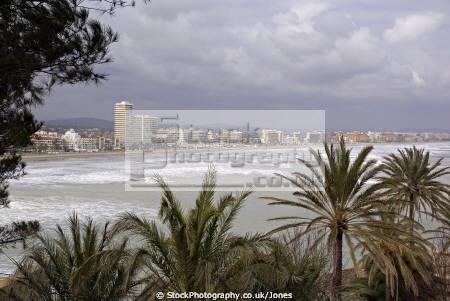 pe iscola spain north beach playa norte old town spanish espana european espagne espa bay holiday vacation mediterranean valencia valenciana castell costa del azahar peniscola sandy surf seashore spanien la spagna