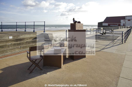 redcar sculpture left luggage 2007 lewis robinson uk monuments british architecture architectural buildings teesside art yorkshire england english angleterre inghilterra inglaterra united kingdom