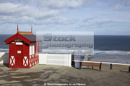 saltburn teesside wooden cliff railway kiosk british seaside coastal resorts leisure sand pier yorkshire england english angleterre inghilterra inglaterra united kingdom