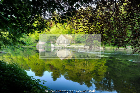 river wear featuring waters reflections countryside rural environmental boathouses durham waterways england english angleterre inghilterra inglaterra united kingdom british