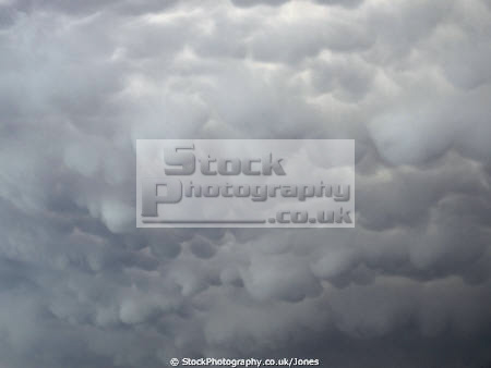 mammatus cloud just thunderstorm sky natural history nature weather meteorology cunim cumulo nimbus thunder storm cell downdraft windshear cloudbase mammmatocumulus mamatus correze limousin france la francia frankreich french