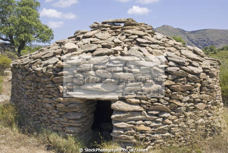 roses spain stone hut cabanya near megalithic trail catalunya catalonia spanish espana european rosas espagne espa mesolithic druid costa brava spanien la spagna