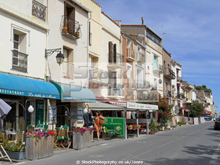 languedoc france pretty village bouzigues famous oyster production french buildings european herault roussillon montpellier mediterranean bassin thau restaurant bars bistros huitres seafood coquillage la francia frankreich