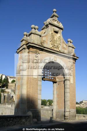 gate bridge rio tajo toledo spanish espana european spain spanien espa espagne la spagna