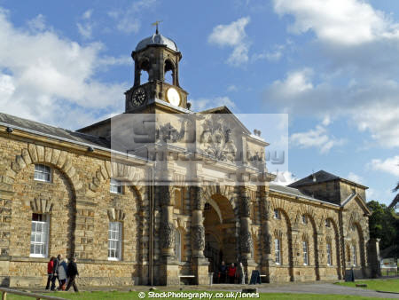 chatsworth house stables stately homes british architecture architectural buildings derbyshire peak district national park np countryside valley hall england english angleterre inghilterra inglaterra united kingdom