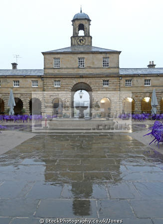 chatsworth house stables rain stately homes british architecture architectural buildings derbyshire peak district national park np countryside valley hall england english angleterre inghilterra inglaterra united kingdom