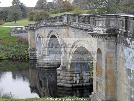 chatsworth house bridge river derwent stately homes british architecture architectural buildings derbyshire peak district national park np countryside valley hall england english angleterre inghilterra inglaterra united kingdom