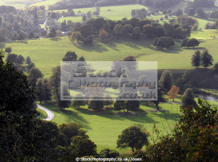 chatsworth house view hunting tower stately homes british architecture architectural buildings derbyshire peak district national park np countryside valley hall england english angleterre inghilterra inglaterra united kingdom