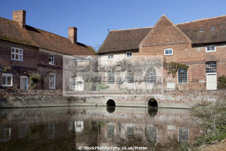 flatford john constable father lived door willy lott cottage famous painting haywain painted east bergholt suffolk historical britain history science artist dedham vale painter england english anglia historic listed building pond angleterre inghilterra inglaterra united kingdom british