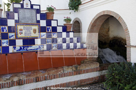 source spanish village ist espana european spain espagna andalusia estepona laga malaga costa del sol mediterranean spring drinking water pueblo blanca spanien espa espagne la spagna