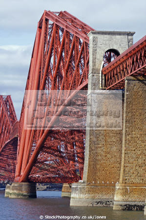 forth rail bridge taken south queensferry near edinburgh uk bridges rivers waterways countryside rural environmental scotland scottish scots midlothian engineering railway transport firth perthshire scotch escocia schottland united kingdom british