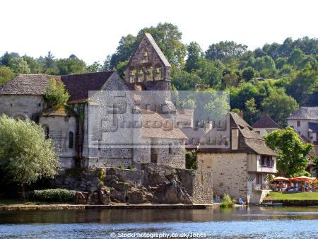 chapelle des nitents beaulieu sur dordogne corr ze france french buildings european penitent chapel eglise river steeple correze limousin la francia frankreich