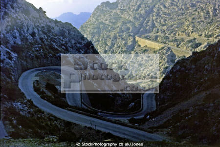 majorca carretera sa calobra pass snake knot tie spanish espana european spain mallorca road driving bends twisty hairpin snaking serpentine winding balaeric islands spanien espa espagne la spagna