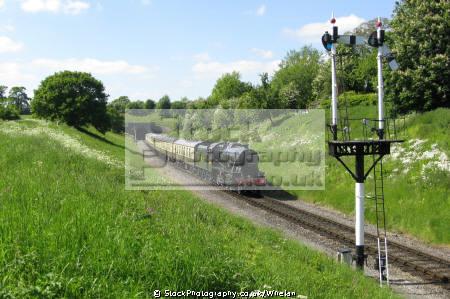 8274 approaching winchcombe gloucestershire warwickshire railway steam engines transport transportation train locomotive greet tunnel cheltenham england english angleterre inghilterra inglaterra united kingdom british