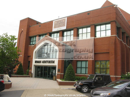 famous ryman auditorium nashville music musicians musical arts tennessee theatre country united states american