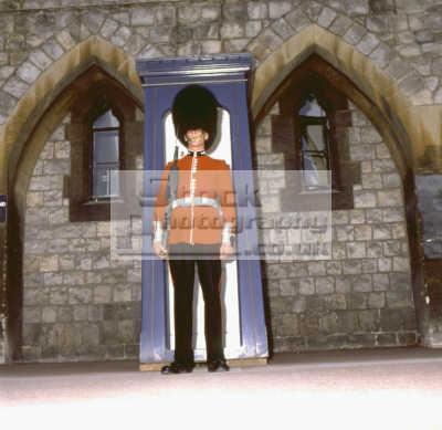 guardsman duty windsor castle british castles architecture architectural buildings uk sentry sentinel defend royal queen residence berkshire england english angleterre inghilterra inglaterra united kingdom