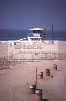 baywatch lifeguard hut oil drums los angeles la california american yankee travel venice beach santa monica californian usa united states america