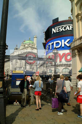 nice pair legs piccadilly circus famous sights london capital england english uk tdk sanyo nescafe westminster cockney angleterre inghilterra inglaterra united kingdom british