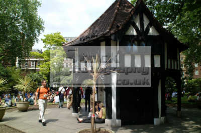 soho square sunny lunchtime london capital england english uk stroll westminster cockney angleterre inghilterra inglaterra united kingdom british