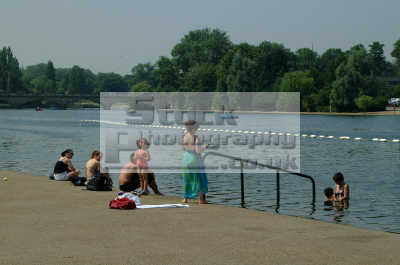 bathing serpentine seasons seasonal environmental uk swim swimmer westminster london cockney england english angleterre inghilterra inglaterra united kingdom british