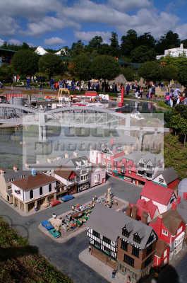 model village lego bricks legoland theme park uk parks amusement tourist attractions leisure bridge berkshire england english angleterre inghilterra inglaterra united kingdom british