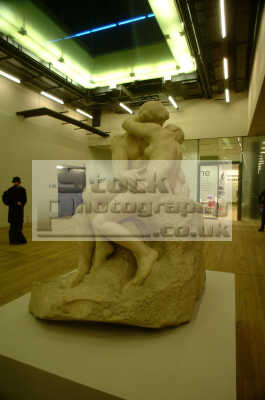 tate modern statue naked couple embrace art creative artistic arts misc. kissing grope sexual sexuality southwark london cockney england english angleterre inghilterra inglaterra united kingdom british
