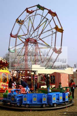 funfair big wheel fairground carnival fairs leisure uk rotate spin lambeth london cockney england english angleterre inghilterra inglaterra united kingdom british