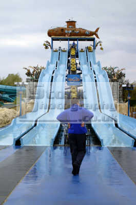 thorpe park wet wild slide safety guy uk theme parks amusement tourist attractions leisure surrey england english angleterre inghilterra inglaterra united kingdom british