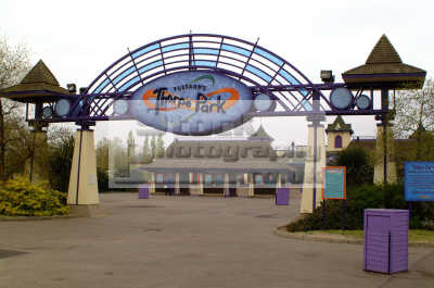 thorpe park entrance uk theme parks amusement tourist attractions leisure surrey england english angleterre inghilterra inglaterra united kingdom british